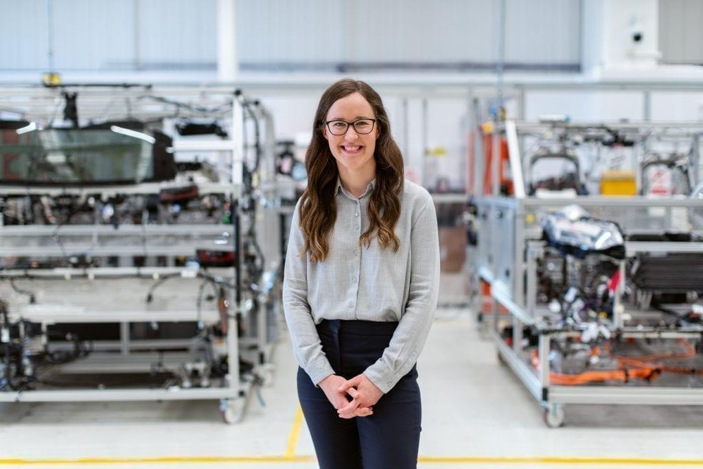 Engenharia Mecânica sendo atuada por uma mulher